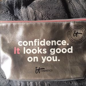 "SALE❤️NEW IT Cosmetics ""Confidence"" Cosmetic Bag"